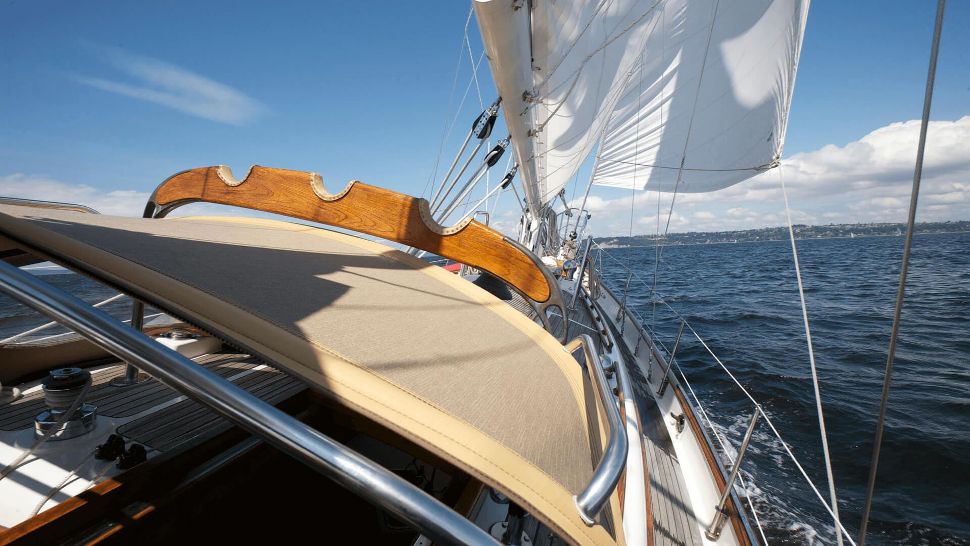 Bimini feito com tecidos Sunbrella no veleiro Galatea
