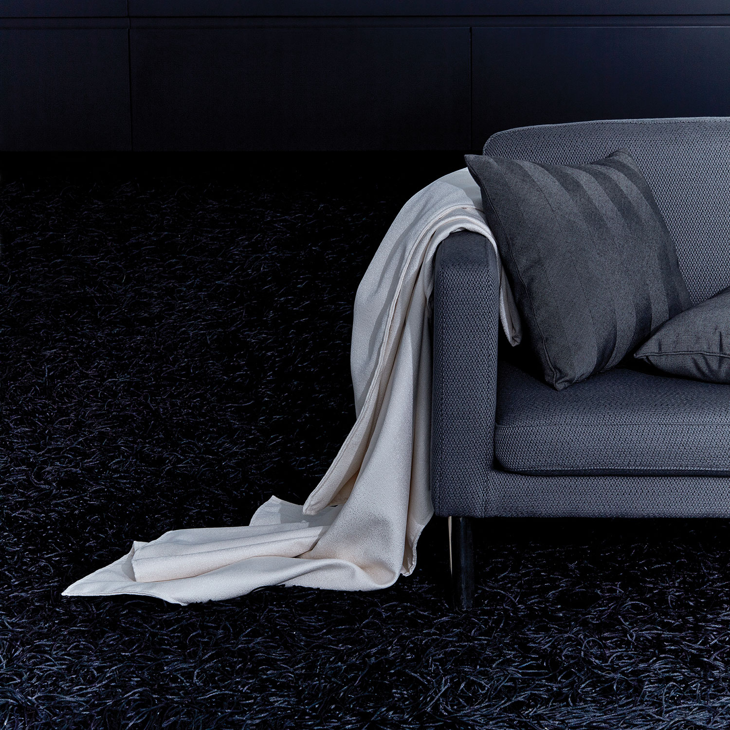 GALLERY_grey-sofa-throw_ALT