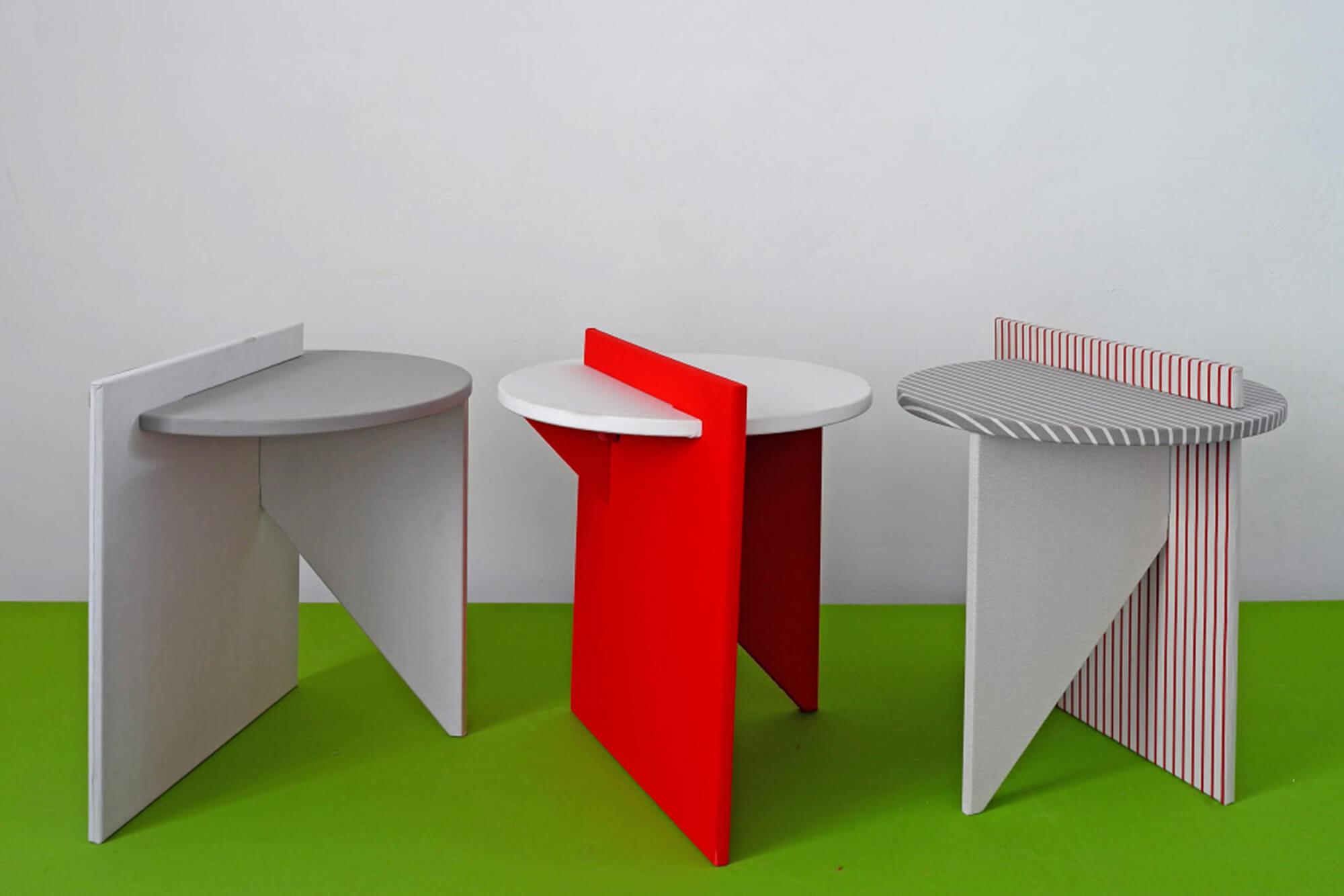 Tables de chevet réalisées en rouge et blanc par l'Atelier Lavit