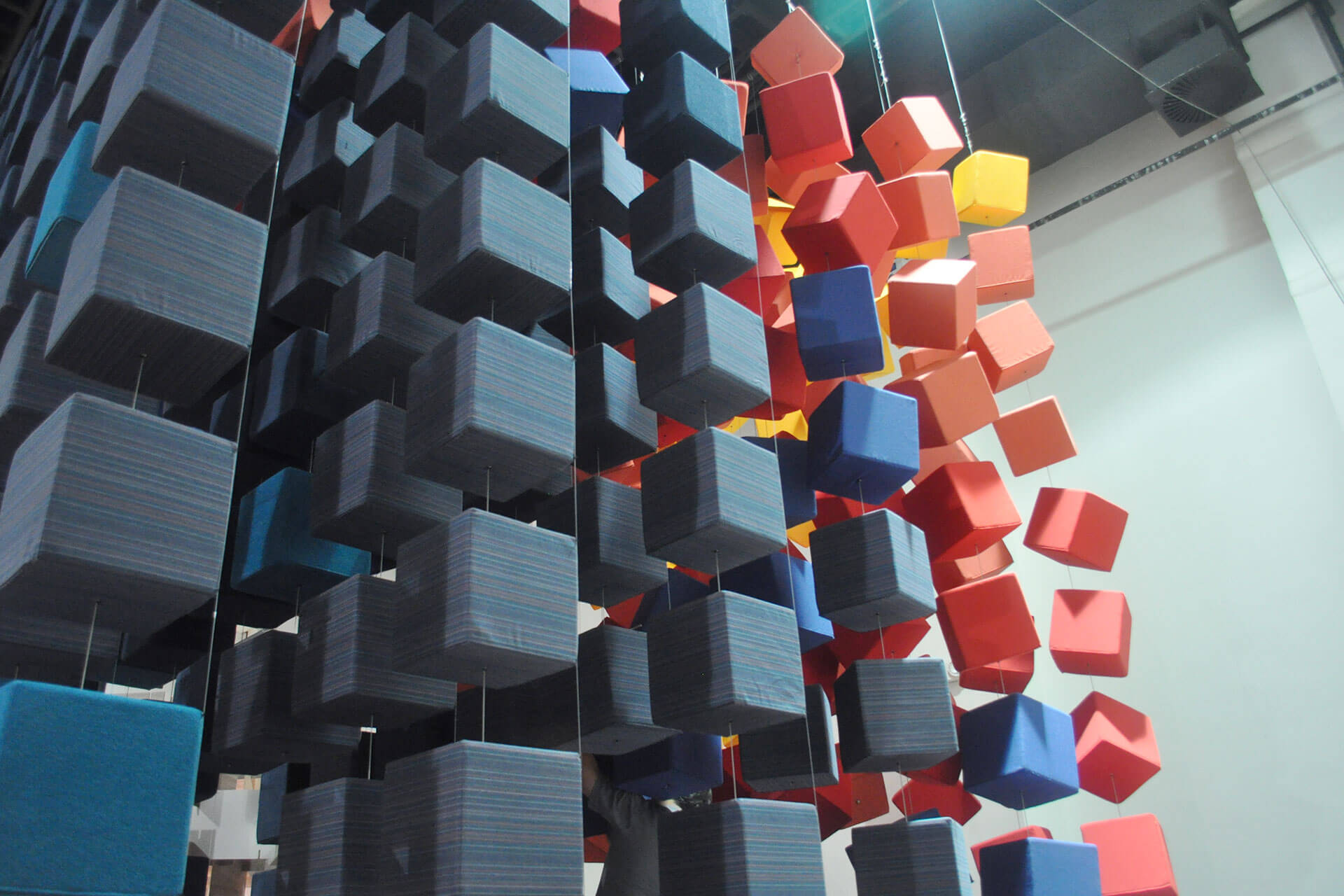 Cubes in blue and red Sunbrella fabrics are suspended in the Sunbrella Spectrum installation at Singapore inDesign.